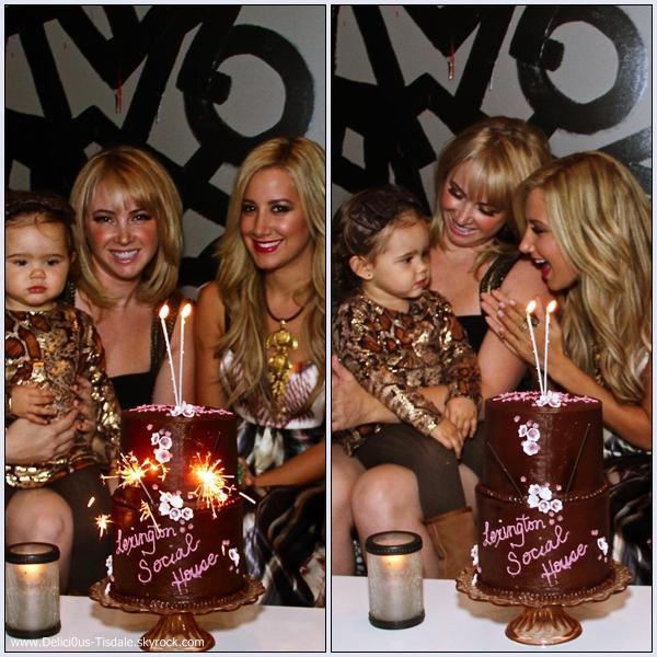 Ashley célébrant l'anniversaire de sa soeur au Lexington Social House à Los Angeles ce Samedi 17 Septembre.
