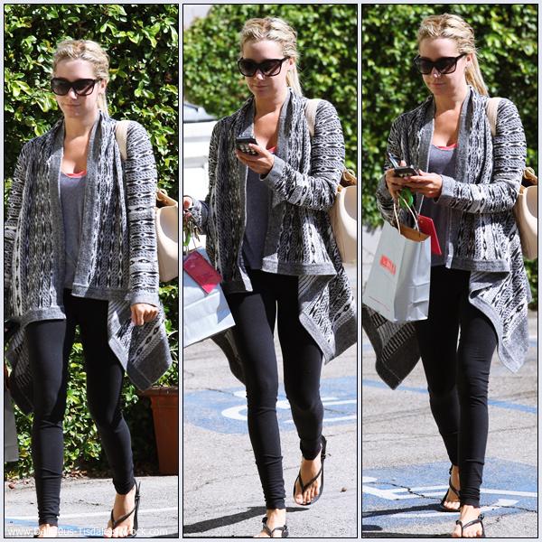 Ashley se rendant à la salle de gym Equinox dans West Hollywood ce Jeudi 22 Septembre.