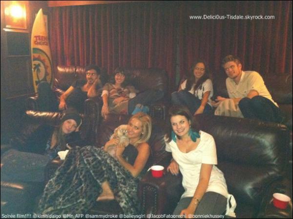 Ashley et son amie Haylie Duff quittant le salon de beauté Bellacures Nail à Studio City ce Samedi 24 Septembre.