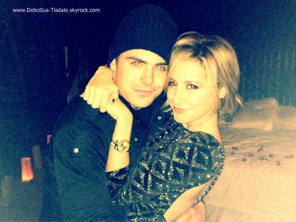 Ci-dessous quelques photos d'Ashley postées sur son compte Instagram et Twitter ce Samedi 10 Décembre.