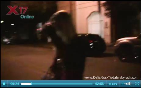 Ashley quittant la maison de son ami Zac Efron à Los Angeles ce Jeudi 15 Décembre.