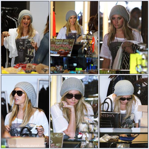 Ashley allant déjeuner avec son amie Vanessa Hudgens dans Studio City ce Vendredi 23 Décembre.