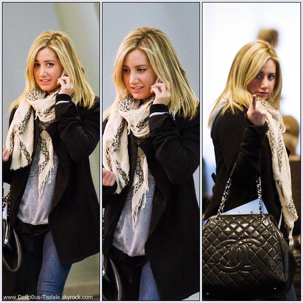 Ashley arrivant à l'aéroport LAX de Los Angeles afin de prendre un vol en direction de New-York ce Vendredi 30  Décembre.