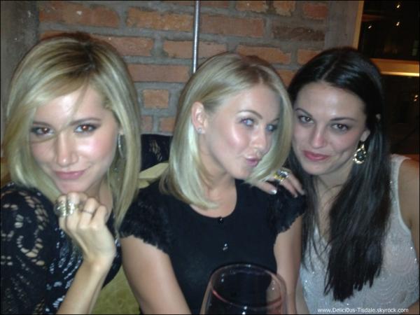 Ashley arrivant au restaurant Joanne en compagnie de Martin Johnson, Julianne Hough et d'autres amis à New-York ce Samedi 31 Décembre.