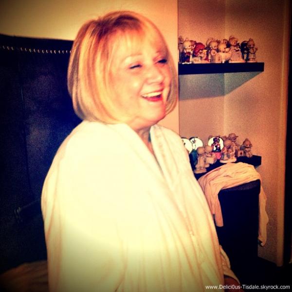 Ashley quittant le salon de coiffure Andy Lecompte à Beverly Hills ce Vendredi 13 Janvier.