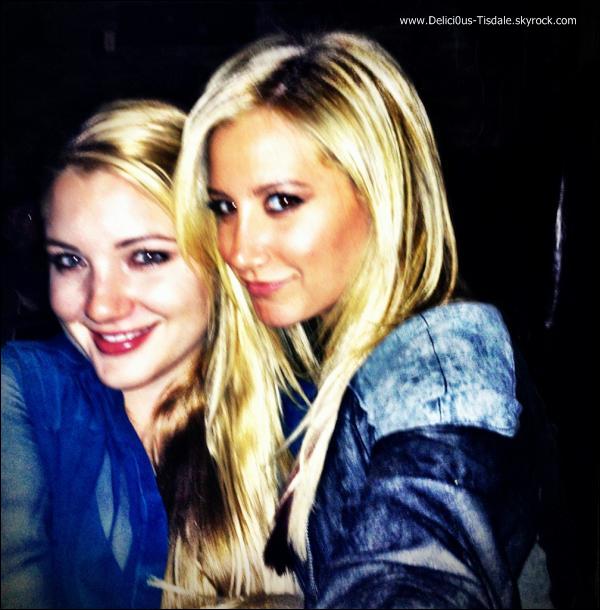 Ashley faisant du shopping chez Planet Blue avec sa maman Lisa et sa nièce Mikayla à Beverly Hills ce Mercredi 01 Février.