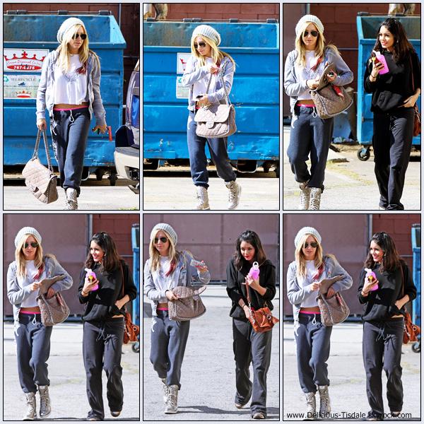 Ashley arrivant au Millennium Dance Studio accompagnée de sa BFF Vanessa Hudgens dans North Hollywood ce Jeudi 02 Février.