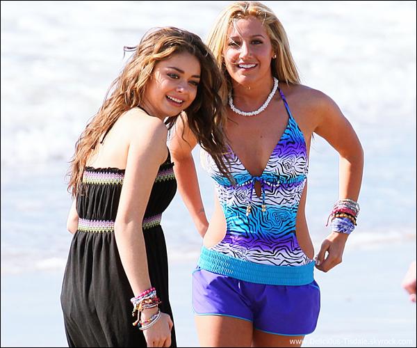 Ashley réalisant un photoshoot pour la campagne Op 2012 Summer aux côtés de Matt Lanter, Sarah Hyland et Austin Stowell sur la plage de Venice ce Jeudi 10 Février.
