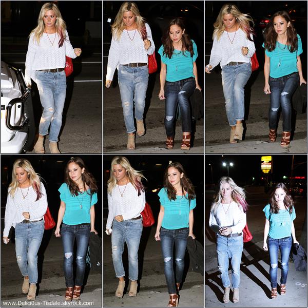 Ashley quittant un bureau après un rendez-vous dans Studio City ce Jeudi 1er Mars.