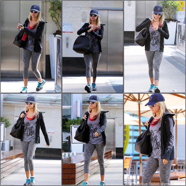 Ashley se rendant à la salle de gym Equinox dans West Hollywood ce Mercredi 28 Mars.