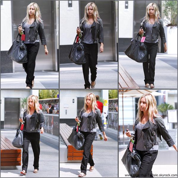 Ashley se rendant à la salle de gym Equinox dans West Hollywood ce Vendredi 30 Mars.