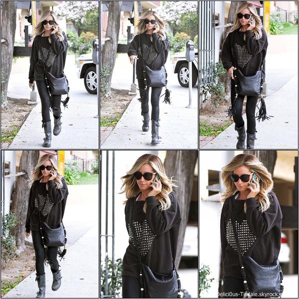 Ashley quittant le salon de coiffure Andy Lecompte à Beverly Hills ce Mercredi 25 Avril.