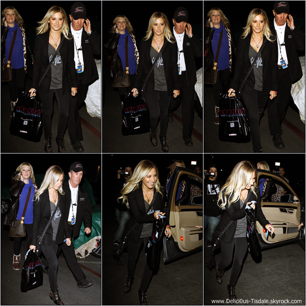 Ashley arrivant au Hollywood Bowl avec ses parents pour assister au concert de Coldplay à Hollywood ce Vendredi 04 Mai.