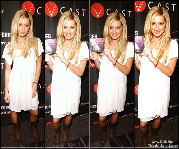 -   10/02/2007: Ashley faisant la promotion de son album Headstrong dans un magasin à Pasadena.   -