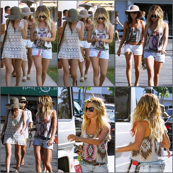 Ashley de sortie avec ses amies Samantha Droke et Kim Hidalgo à Malibu ce Samedi 23 Juin.