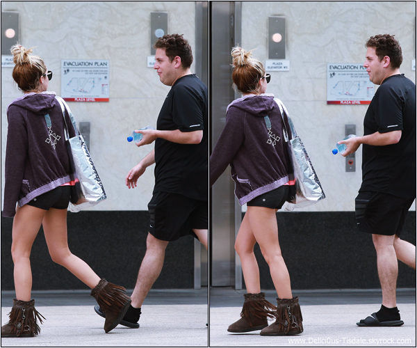 Ashley se rendant à la salle de gym Equinox avec son ami Jonah Hill dans West Hollywood ce Lundi 16 Juillet.