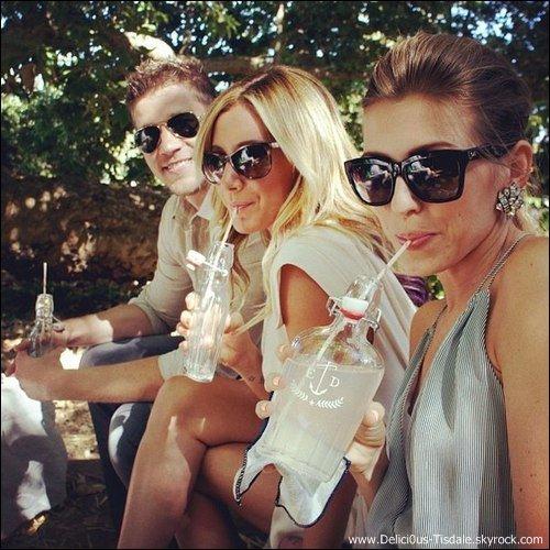 Ashley quittant sa maison avec son petit-ami Scott pour se rendre à la première de Step Up 4 à Toluca Lake ce Mardi 17 Juillet.