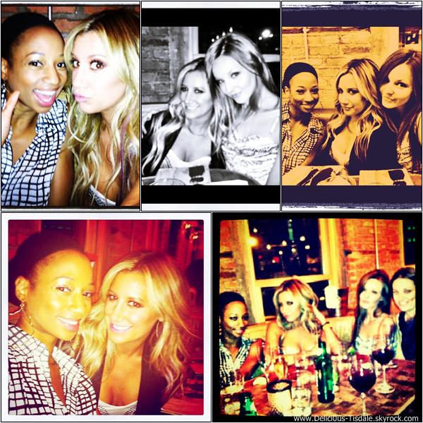 Ashley arrivant à l'aéroport LAX de Los Angeles avec son amie Samantha Droke ce Vendredi 20 Juillet.
