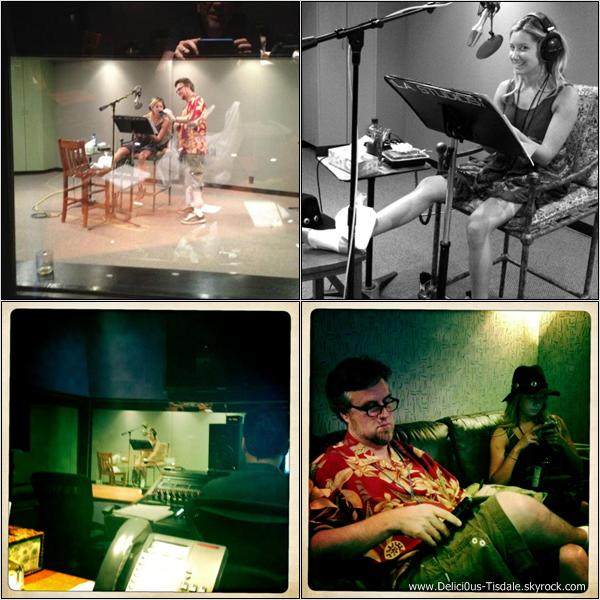 Ashley quittant le Margarita Mix Studios après y avoir enregistré un épisode de Phinéas & Ferb à Hollywood ce Mardi 24 Juillet.