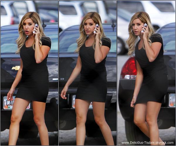 -   06/09/2012 : Ashley s'accordant une pause déjeuner sur le tournage de son prochain film Scary Movie 5 en compagnie de sa co-star Erica Ash à Atlanta.   -