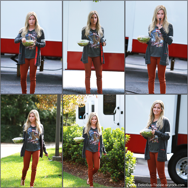 -   02/10/2012 : Ashley prenant une pause sur le tournage de son prochain film Scary Movie 5 à Atlanta.   -