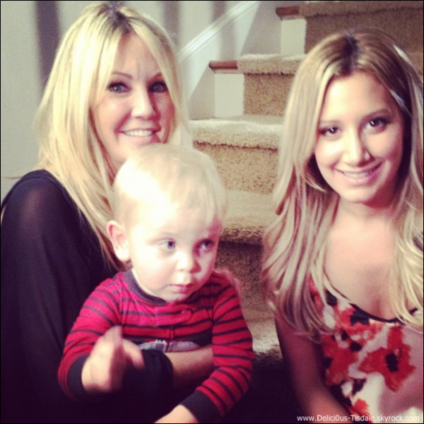 -   Instagram : Ashley et Heather Locklear sur le tournage de Scary Movie 5.   -