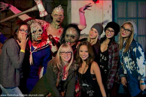 -   27/10/2012 : Ashley faisant un arrêt chez Starbucks à Los Angeles.   -