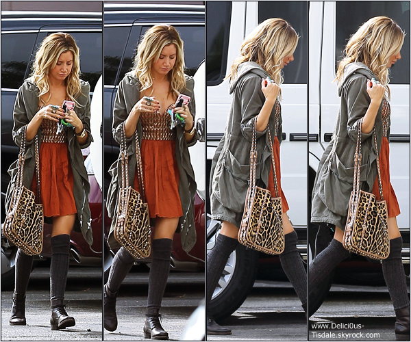 -   08/11/2012 : Ashley arrivant aux bureaux de sa compagnie de production Blondie Girl Production à Los Angeles.   -