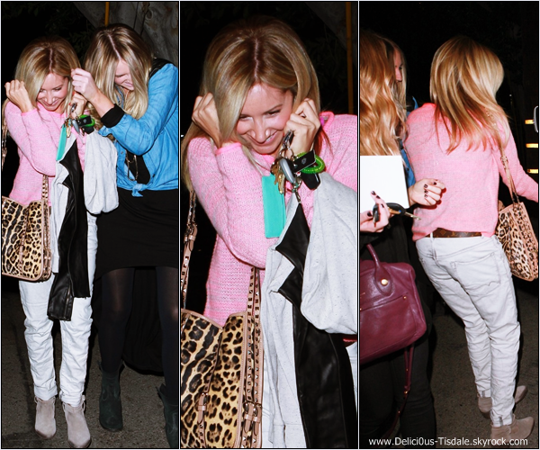 -   27/11/2012: Ashley et une amie quittant un salon de coiffure dans West Hollywood.   -