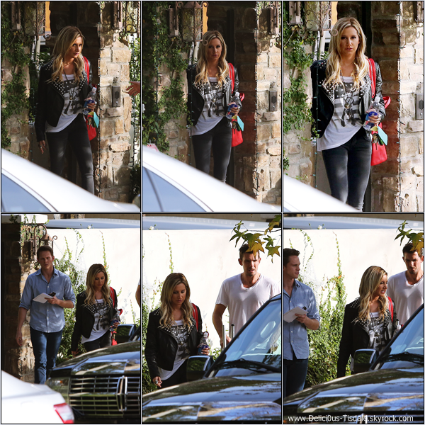 -   05/12/12: Ashley quittant sa maison avec son agent Bryan et son coiffeur Richard à Los Angeles.   -