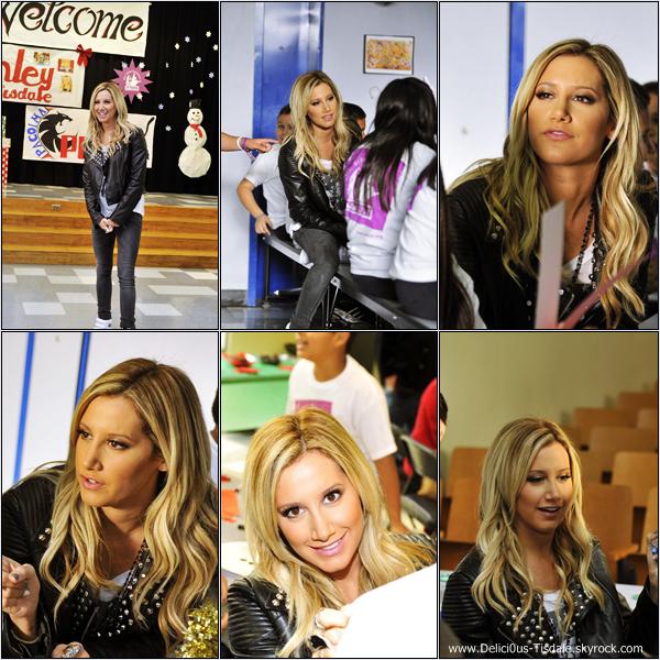 -   05/12/12: Ashley au LA's BEST After School Enrichment Program à l'école Pacoima Charter de Los Angeles.   -