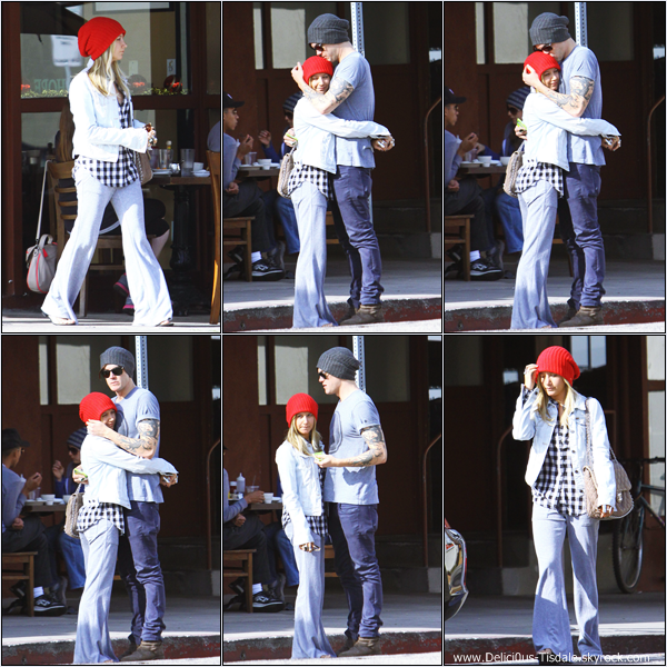 -   09/12/2012: Ashley quittant le Kings Road Cafe avec son ami Christopher French dans Studio City.   -
