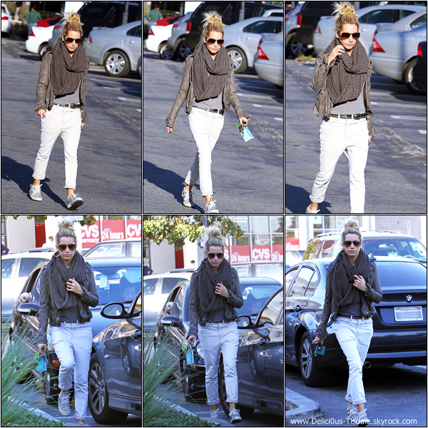 -   10/12/2012: Ashley faisant du shopping chez Planet Blue à Beverly Hills.   -