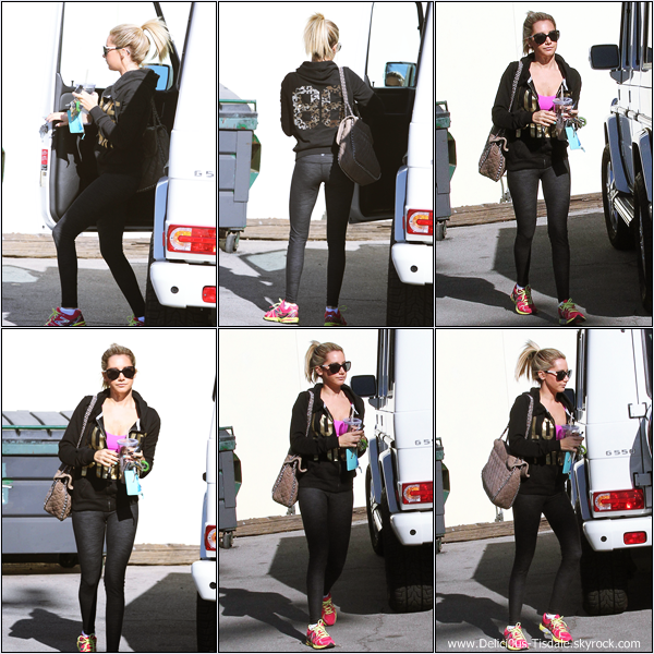 -   11/12/2012: Ashley arrivant à sa compagnie de production Blondie Girl Productions à Los Angeles.   -