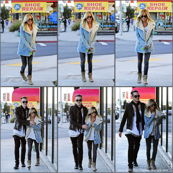 -   20/12/2012: Ashley et Christopher French faisant du shopping chez Barneys New York à Beverly Hills.   -