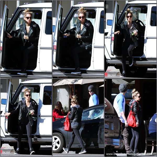 -   03/01/2013: Ashley et Christopher French arrivant/quittant le Kings Road Cafe à Studio City.   -