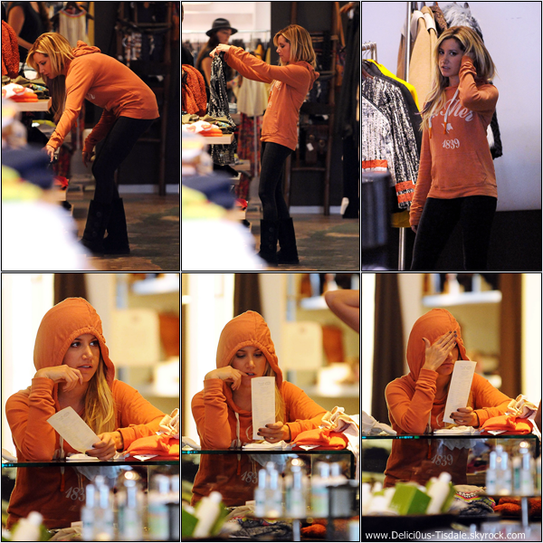 -   23/01/2013: Ashley faisant du shopping chez Planet Blue à Beverly Hills.   -