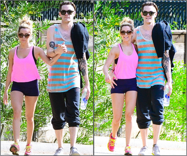-   03/02/2013: Ashley et son petit-ami Christopher French se promenant dans Los Angeles.   -
