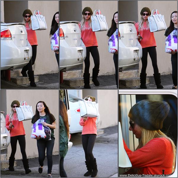 -   13/02/2013: Ashley arrivant au magasin LF sur Robertson Boulevard.   -
