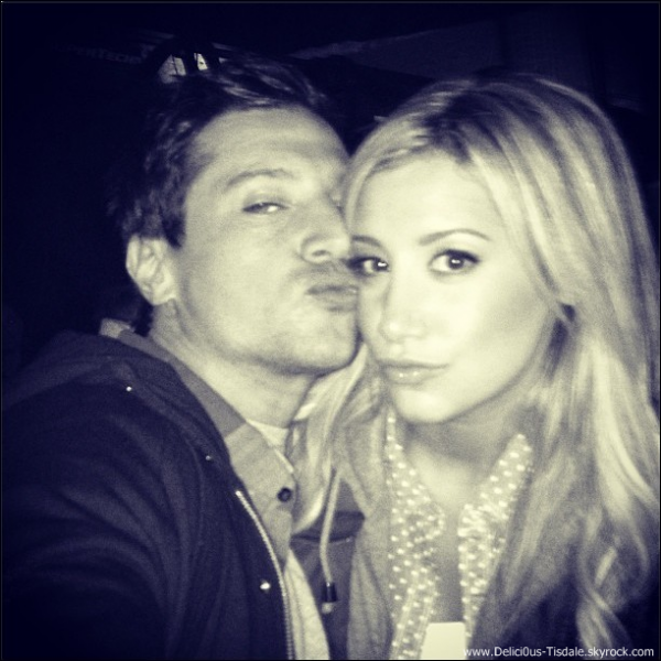 Simon Rex dating Ashley Tisdale hekte flekker Disneyland