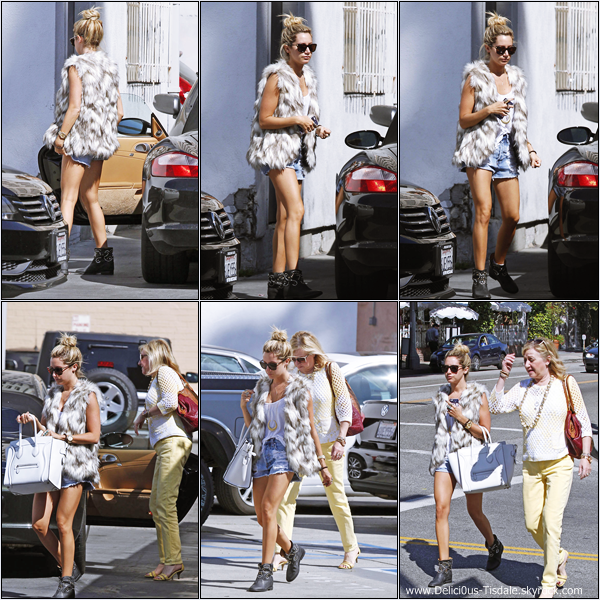 -   14/03/2013: Ashley et sa maman Lisa faisant du shopping chez Kitson à Los Angeles.   -