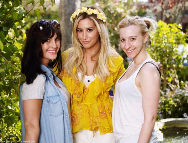 -   ??/??/2013: Ashley de passage dans les studios MTV pour l'édition After Hours.   -
