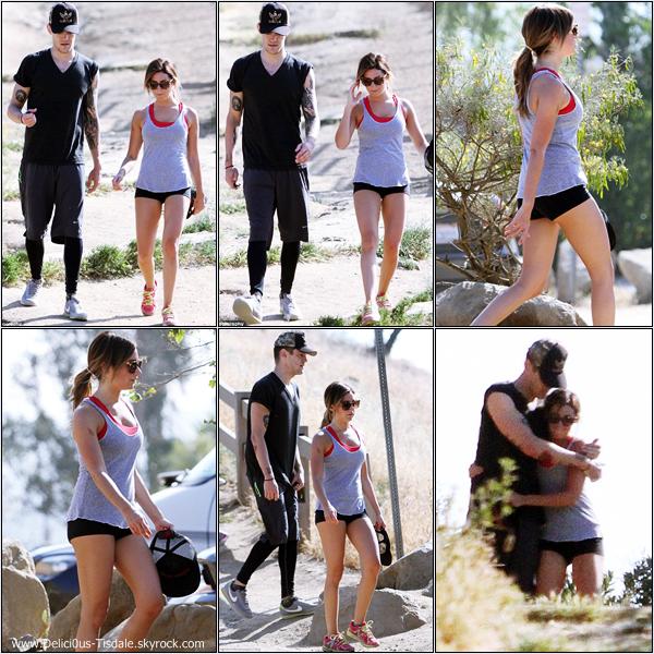 -   28/04/2013: Ashley et son petit-ami Christopher French s'accordant une petite randonnée à Holywood Hills.   -