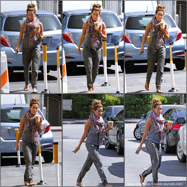 -   01/05/2013: Ashley quittant le Starbucks à Los Angeles.   -