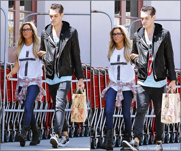 -   25/05/2013: Ashley et son petit-ami Christopher arrivant/quittant l'épicerie Trader Joe's à Toluca Lake.   -