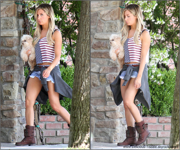 -   30/05/2013: Ashley quittant l'épicerie Ralphs à Studio City.   -