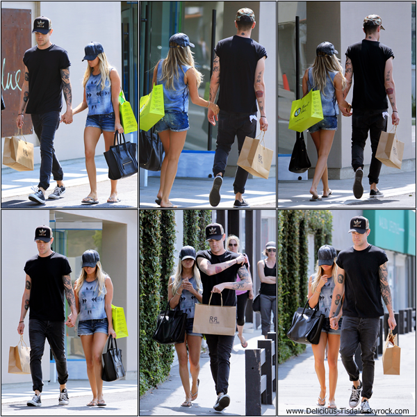 -   31/05/2013: Ashley et son petit-ami Christopher faisant du shopping au centre commercial Cross Creek à Malibu.   -