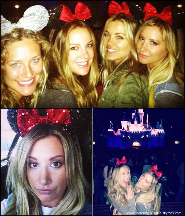 -   10/06/2013: Ashley,son petit-ami Christopher French et quelques amis célébrant l'anniversaire de son amie et coiffeuse Nikki Lee à DisneyLand à Anaheim.   -