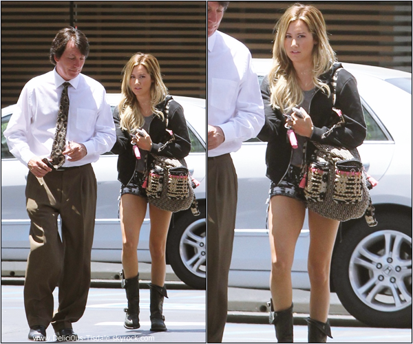-   18/06/2013: Ashley et son manager Bill Perlman quittant un bâtiment médical à Los Angeles.   -