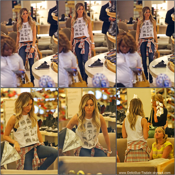 -   20/06/2013: Ashley faisant du shopping avec sa maman Lisa et sa nièce Mikayla chez Planet Blue à Beverly Hills.   -
